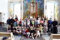 Padėka: vienuoliai ir bėgimo savanoriai didžiausias komandas subūrusiems moksleiviams įteikė dovanų ir pasakė daug gražių žodžių.