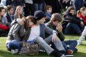 Belgijoje minia žmonių susirinko pagerbti avarijoje žuvusių vaikų