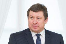 Ministras: dėl karių savanorių buvimo politikoje turi pasisakyti KT