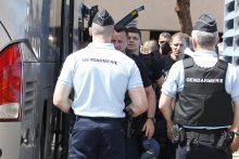Grupė Rusijos futbolo sirgalių išsiunčiami iš Prancūzijos