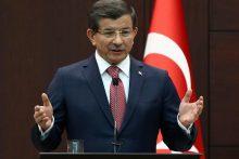 Turkijos premjeras: prie Turkijos sienos – 30 tūkst. pabėgėlių minia
