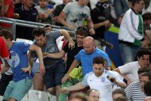 UEFA pradėjo tyrimą dėl Rusijos futbolo aistruolių smurto per rungtynes su Anglija