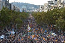 Katalonijoje – milžiniškas protestas prieš drastiškus Madrido veiksmus