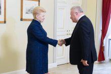 Į Prezidentūrą sukviesti užsienio šalių ambasadoriai