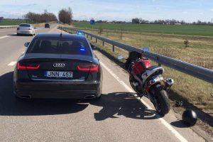 Teisių neturintis motociklininkas greitį viršijo kone dvigubai