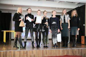 Apdovanoti ypatingų drabužių dizaineriais tapę Kauno moksleiviai