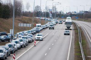 Ūkininkų desantas Kauno pakraštyje paralyžiavo eismą