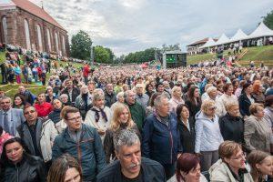 Prie Kauno pilies aidėjo tūkstantinis choras