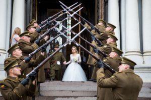 Šauliai vestuvėse pagerbė savo bendražygį