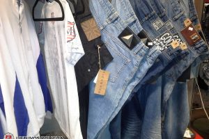 Gariūnuose klesti prekyba suklastotais drabužiais