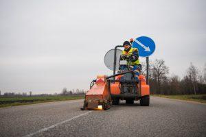 Blogas oras – nebe kliūtis kelininkams: keliai ženklinami lazeriais