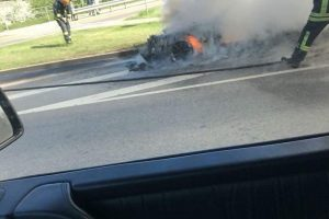 Vilniuje liepsnojo BMW: iš mašinos liko tik griaučiai