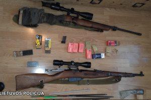 Vilniaus rajono gyventojo namuose – įspūdingas ginklų arsenalas