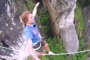 Lyno akrobato planuose – pasivaikščiojimas virš aktyvaus ugnikalnio