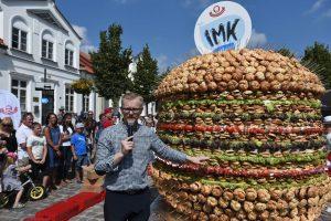 Klaipėdoje pasiektas naujas šalies rekordas – iškepti 3167 mėsainiai