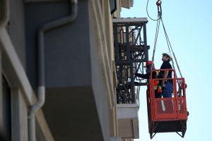 Kalifornijoje nukritus daugiabučio balkonui žuvo šeši studentai