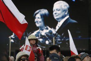 Lenkijos prezidento lėktuvo katastrofos tyrėjams – kaltinimai manipuliavimu