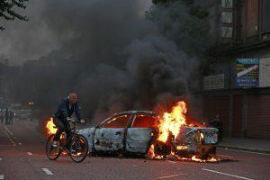 Per riaušės Belfaste sužeista 60 policijos pareigūnų