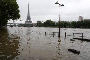 Paryžiuje Senos potvynio lygis pasiekė šešis metrus