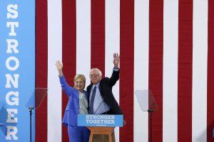B. Sandersas žada padėti H. Clinton įveikti D. Trumpą