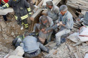 Italijoje žemės drebėjimo aukų skaičius artėja prie 300