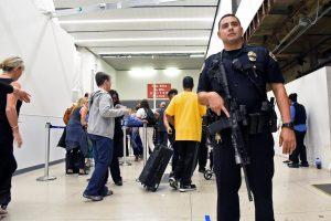 Pavojus dėl galimo šaudymo Los Andželo oro uoste buvo netikras