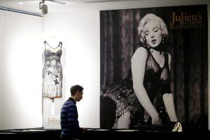 M. Monroe suknelės, laiškai ir čekių knygelė bus parduoti aukcione