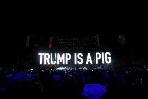 """""""Pink Floyd"""" veteranas: D. Trumpas yra kiaulė"""
