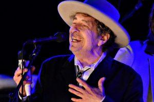 B. Dylanas atvyks į Švediją kitais metais