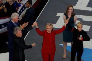 Paskutinė galimybė: H. Clinton pasitelkė prezidentus ir muzikos žvaigždes
