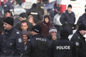Riaušės Bulgarijos pabėgėlių stovykloje: nukentėjo dešimtys pareigūnų