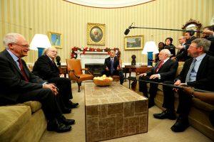 """B. Obama pasveikino Nobelio premijos laureatus """"migrantus"""""""