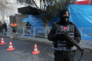 Turkijos policija sulaikė naktiniame klube 39 žmones nušovusį džihadistą (papildyta)