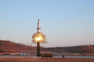 Ekspertai: Šiaurės Korėjos raketos bandymas žymi ir technologinę pažangą