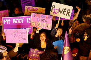Proteste dėl moterų teisių – dešimtys tūkstančių turkių