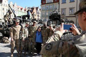 Lenkijos ministras pasveikino į šalį atvykusius NATO karius