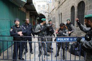 Jeruzalėje palestinietis subadė tris izraeliečius ir buvo nušautas