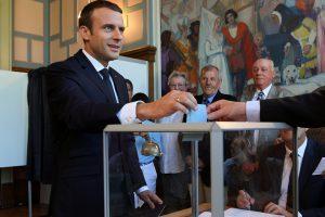Prancūzai balsuoja antrame parlamento rinkimų ture