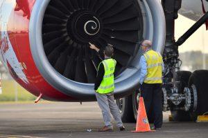"""Po susidūrimo su paukščiais """"AirAsia"""" lėktuvo vos neištiko katastrofa"""