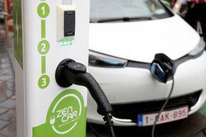 Ar elektromobiliai iš tiesų visiškai neteršia aplinkos?