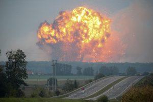 Ukrainos ginklų saugykloje – sprogimai: evakuota 30 tūkst. žmonių
