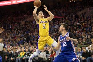 """Iš nesėkmių ruožo """"Lakers"""" ištraukė tritaškis paskutinę sekundę"""
