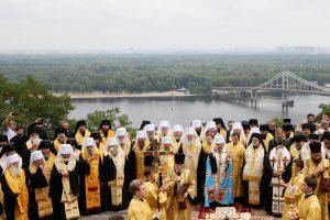 Ukrainoje tūkstančiai žmonių paminėjo šalies krikštą per Maskvos remiamą procesiją