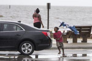 """Prie JAV krantų uraganas """"Nate"""" susilpnėjo iki atogrąžų audros"""