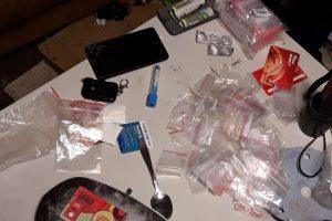 Policija sulaikė amfetamino platinimu įtariamą kaunietį (vaizdo įrašas)