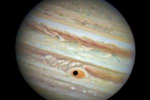 Atsiradęs juodas vyzdys Jupiterio didžiąją dėmę pavertė kosmine ciklopo akimi