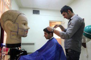 Irane uždraustos velnią garbinančios šukuosenos
