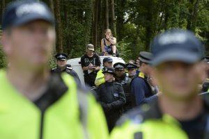 Policiją iškviesti paprašiusi lietuvių pora Britanijoje netrukus mįslingai žuvo