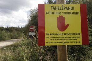Estija tvers tvirtą spygliuotos vielos tvorą pasienyje su Rusija