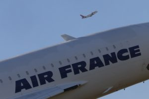 """""""Air France"""" pilotų streikas kainuos apie 500 mln. eurų"""